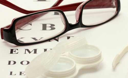 Contact Lenses vs. Glasses: What Is Better?